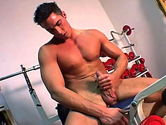 Very hot dude Masturbate at the gym after his workout