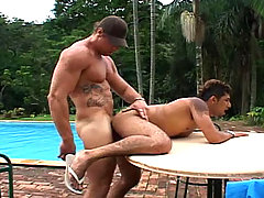 Sexy dudes enjoys each other's cock outside on a sunny day